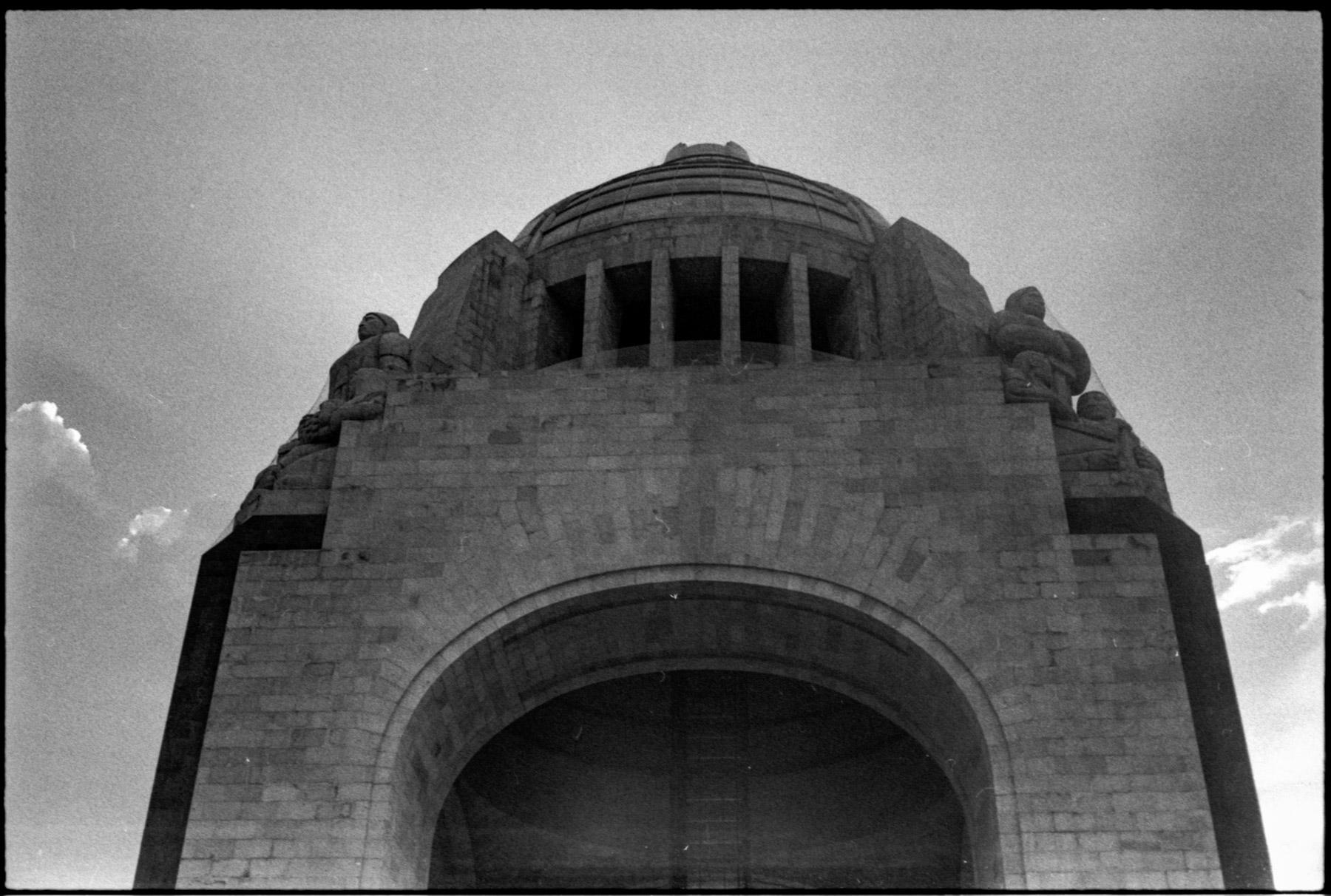 Ilford HP5 400 35mm film shot by Luis Mendoza (@luismendozamx) on the Olympus 35SP